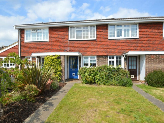 Neo Georgian 2 bedroom property to let in mayfield close, hersham, walton-on