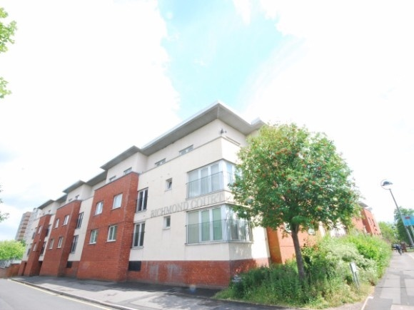 3 Bedrooms Flat for sale in Richmond Court, North George Street, Salford