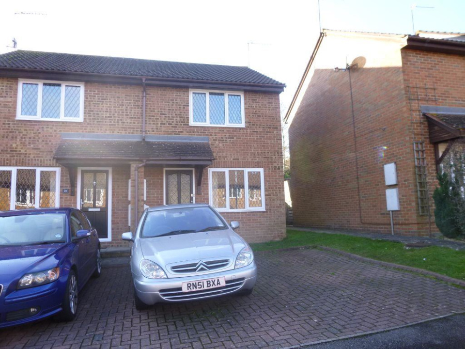 2 Bedrooms Property for rent in CROPMARK WAY, HATCH WARREN