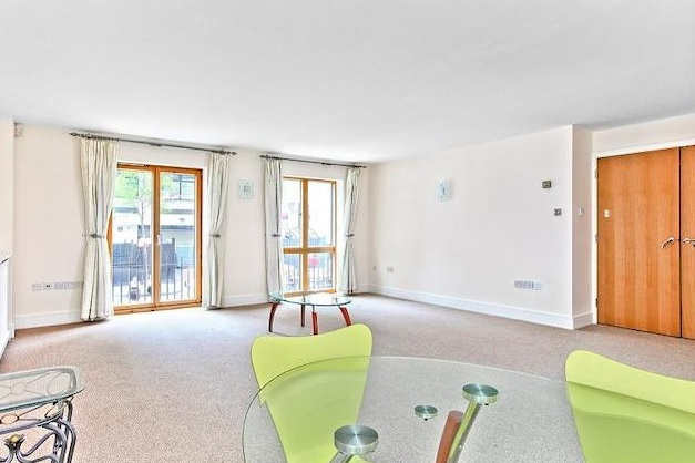 3 Bedroom Property For Sale In Richbourne Court 9