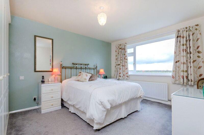 3 bedroom property for sale in brooklands close