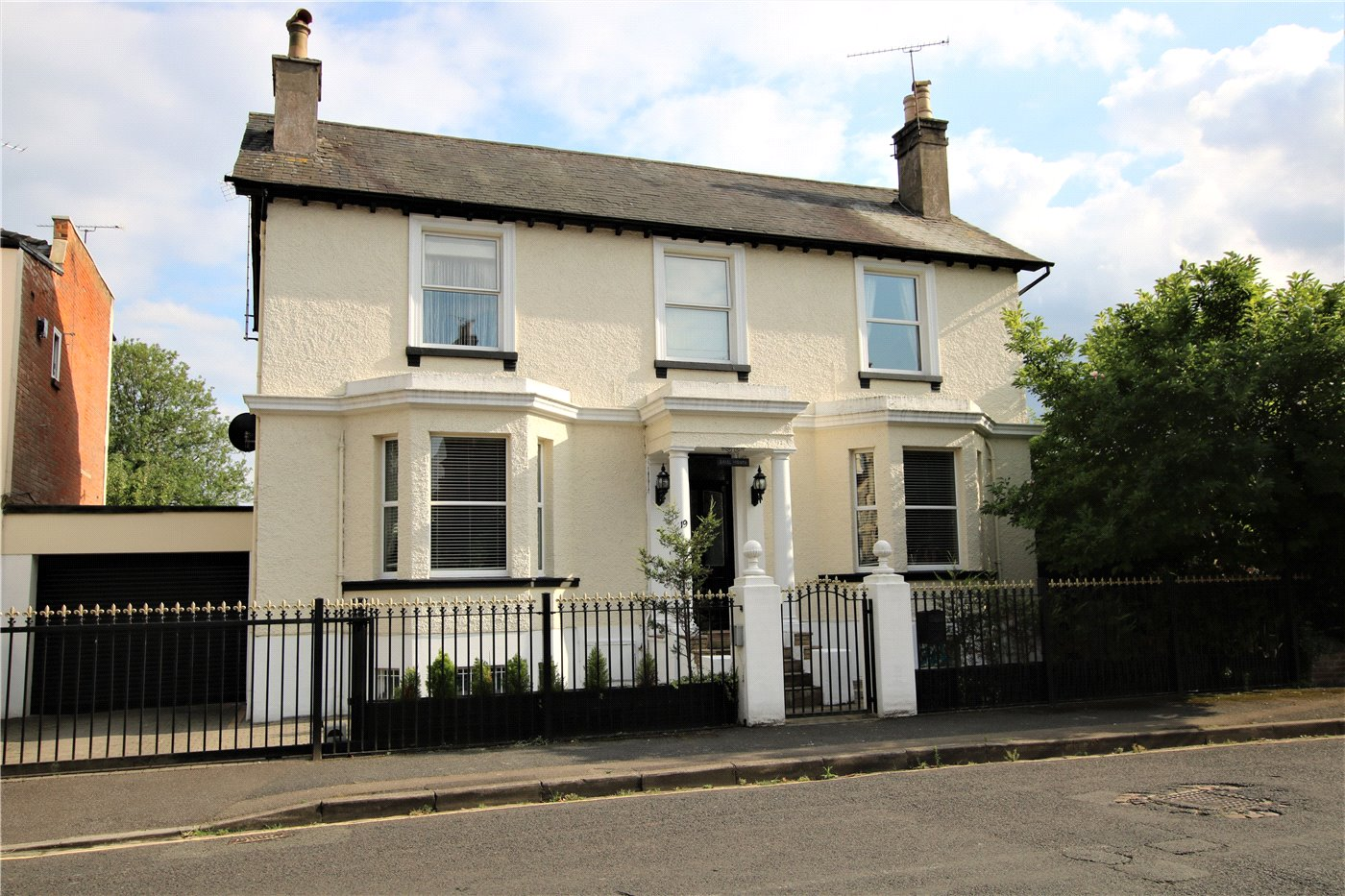 5 Bedroom Property For Sale In Castle Crescent Reading