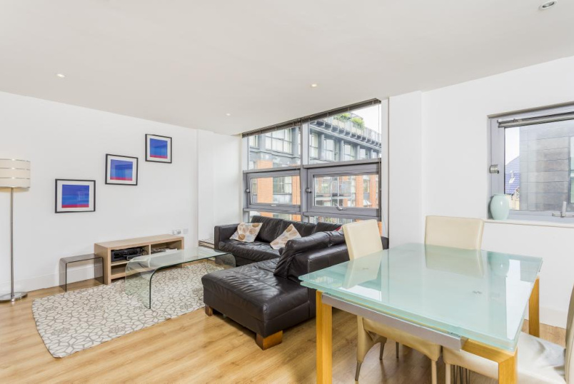 Flat/apartment to rent in Clerkenwell & City - Eagle Court, London, EC1M