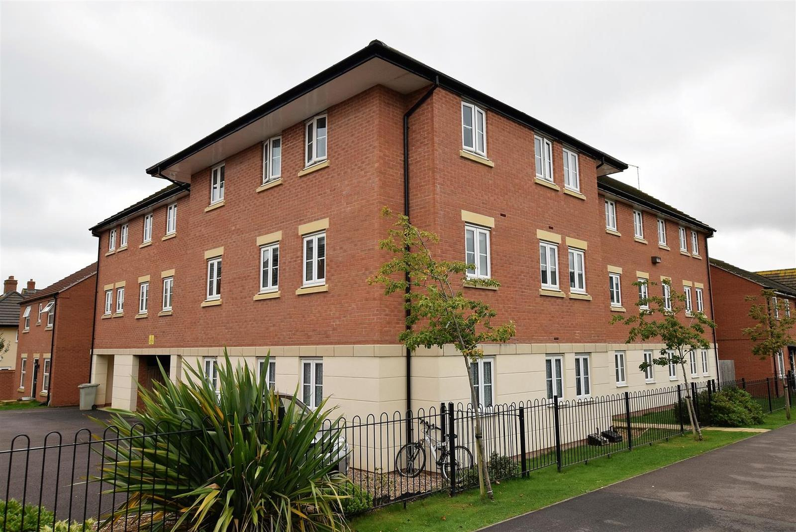 2 Bedrooms Apartment Flat for sale in John Clare Close, Oakham