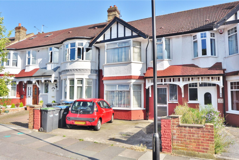 House to rent in Palmers Green - Hamilton Crescent, London, N13