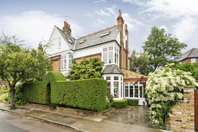House for sale in Barnes - Fitzgerald Avenue, London, SW14