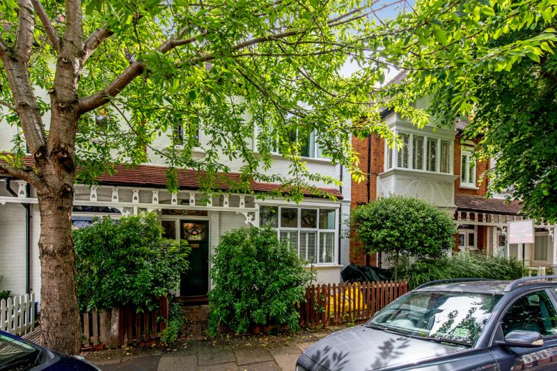 House for sale in Barnes - Byfeld Gardens, Barnes, London, SW13