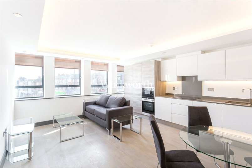 Flat/apartment to let - South Point House, 321 Chase Road, London, N14