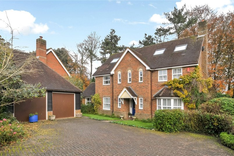 House for sale in  - Sarum Close, Winchester, Hampshire, SO22