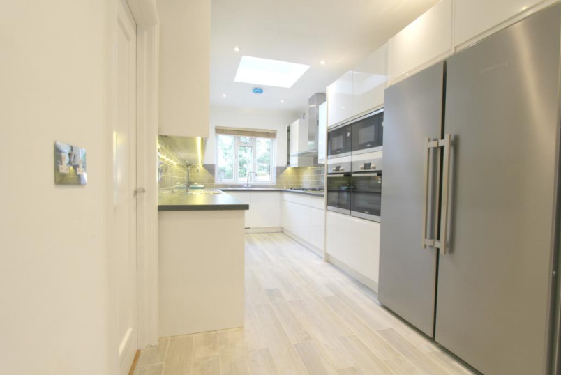 House to rent in  - Holmfield Avenue, London, NW4