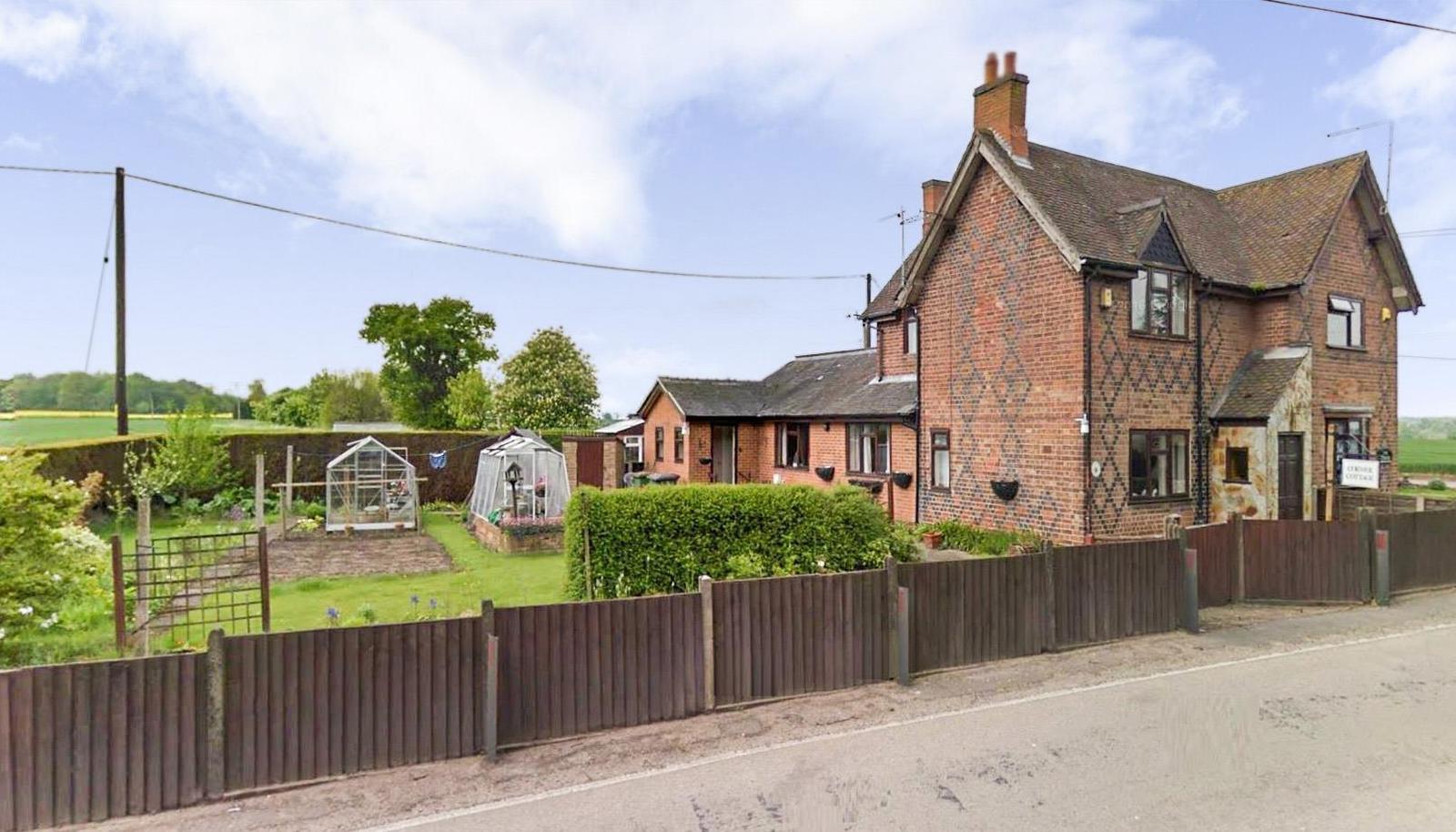 2 Bedrooms Property for sale in Corner Cottage, Stretton-En-Le-Field,...