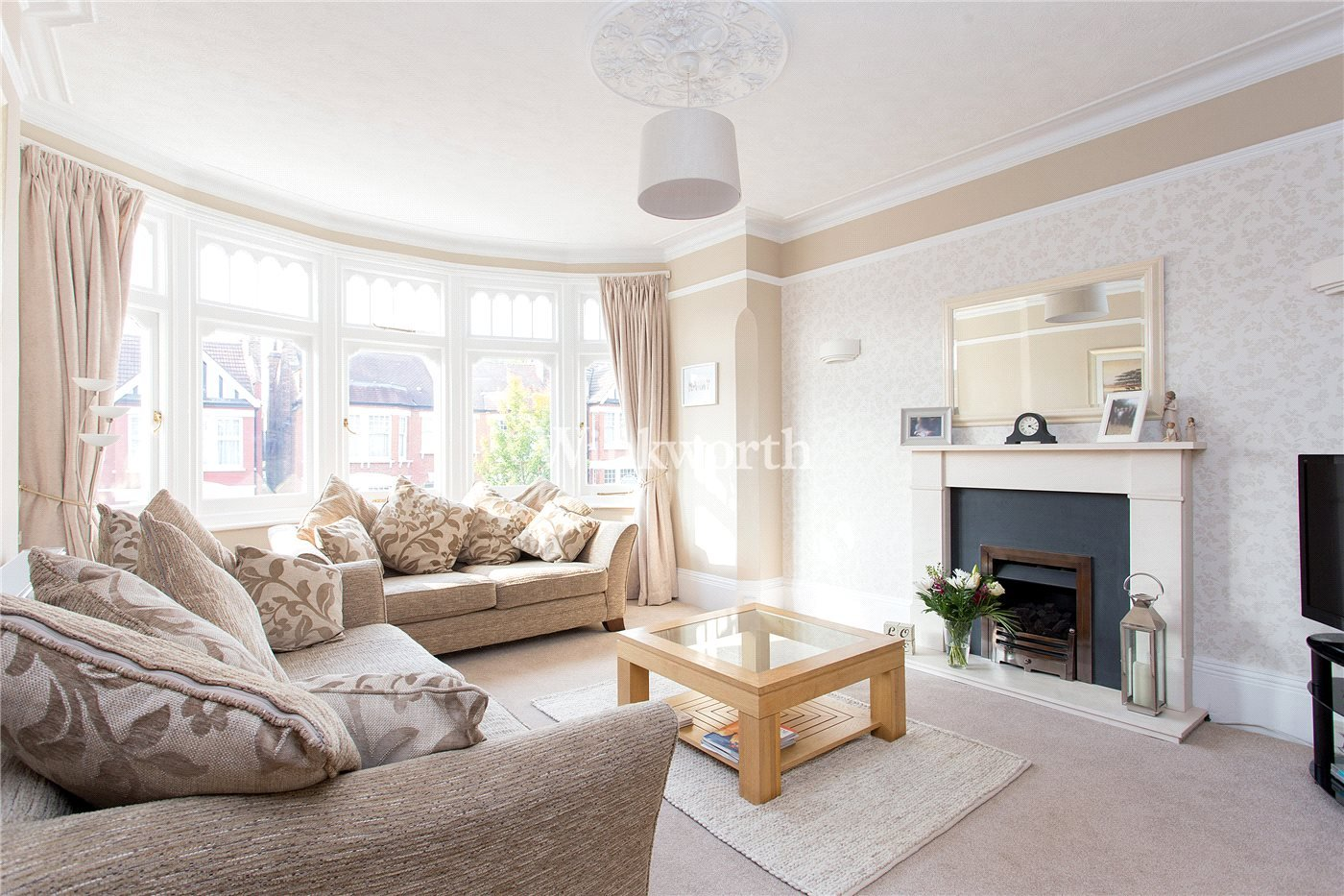 4 bedroom property for sale in Lakeside Road, London, N13 - £650,000