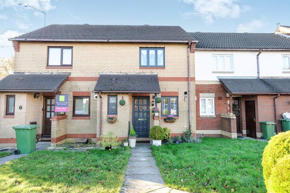 2 bedroom property for sale in clos y dolydd beddau for Q kitchen pontypridd