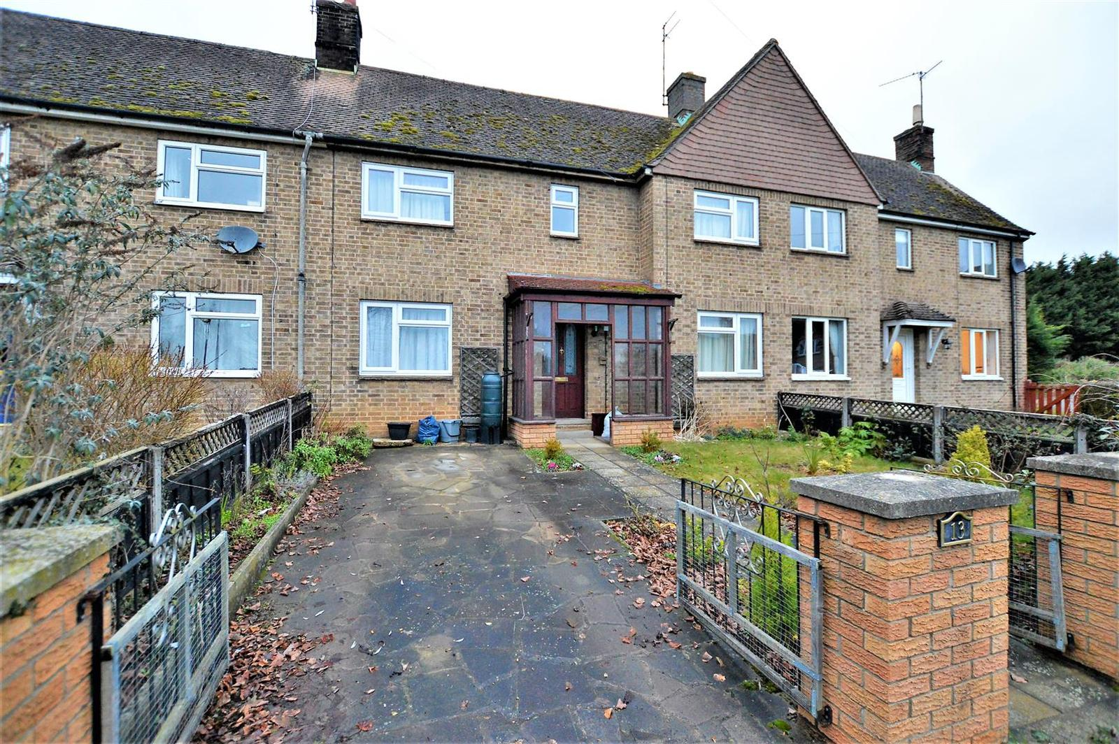 3 Bedrooms Terraced House for sale in Nene Close, Wansford, Peterborough