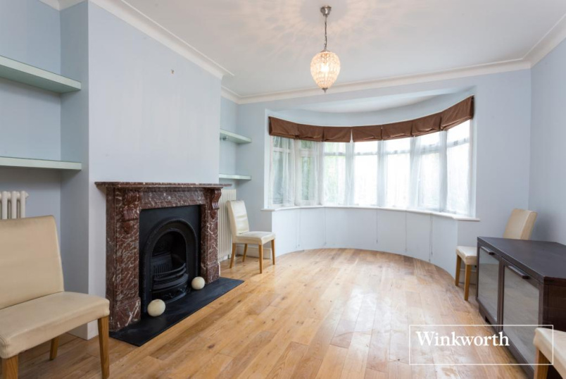 House to rent in  - Holders Hill Crescent, London, NW4