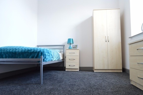 09f8e3b5f4521 8 bedroom property to let in London Road, Newcastle, Newcastle-Under-Lyme -  £680 pw