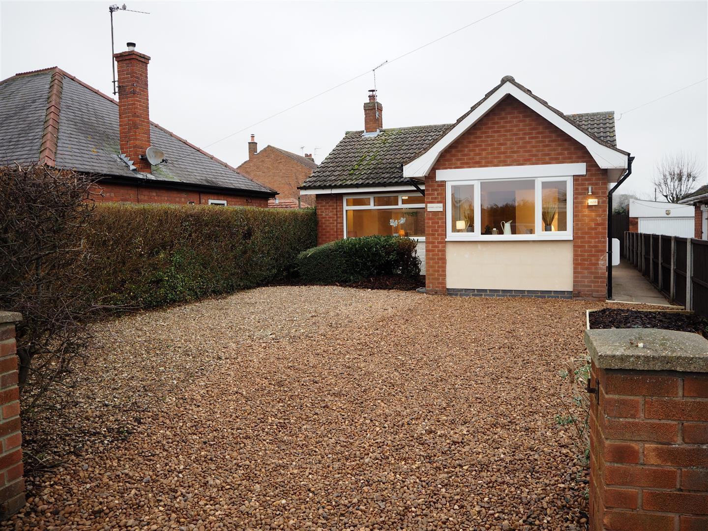 3 Bedrooms Bungalow for sale in Marnell Cottage, Long Lane, Farndon,