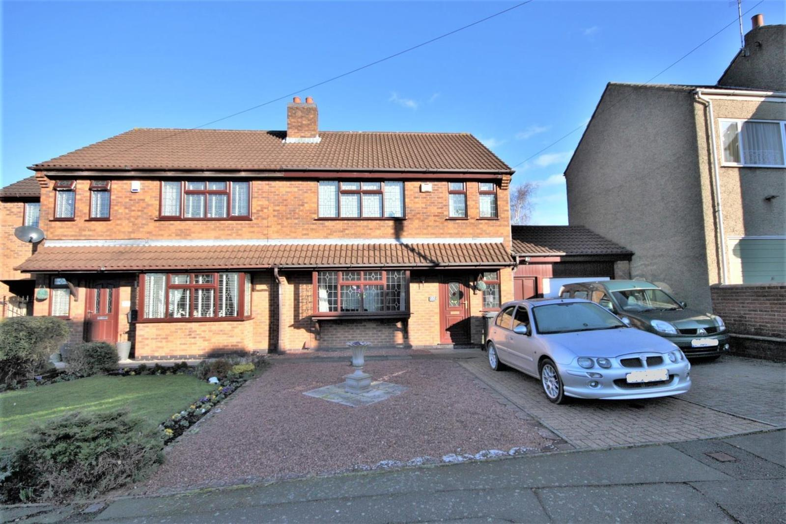 4 Bedrooms Detached House for sale in St. Saviours Road, Coalville