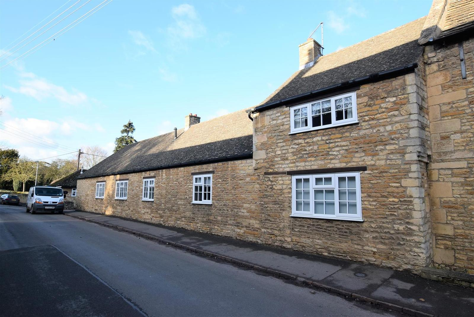 3 Bedrooms Property for sale in High Street, Morcott, Rutland