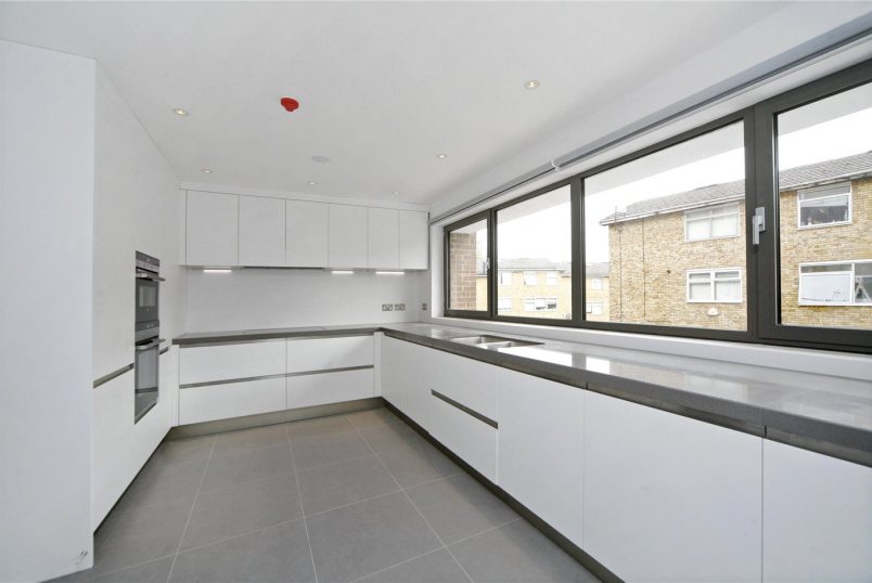 House to let - Meadowbank, Primrose Hill, London, NW3