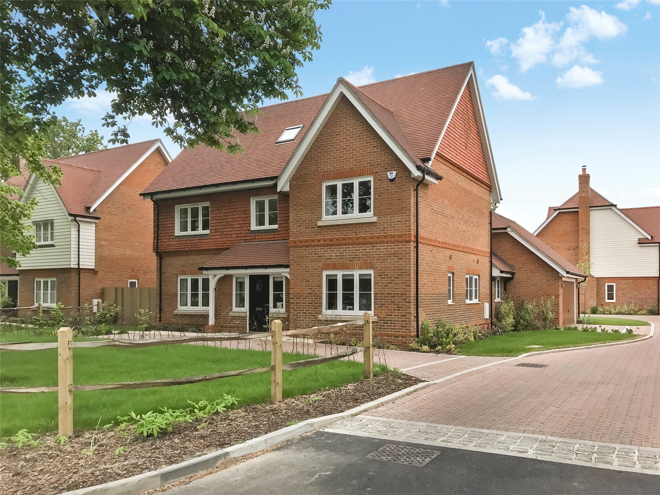 5 Bedroom Property For Sale In Oakwood Road, Horley, Surrey,