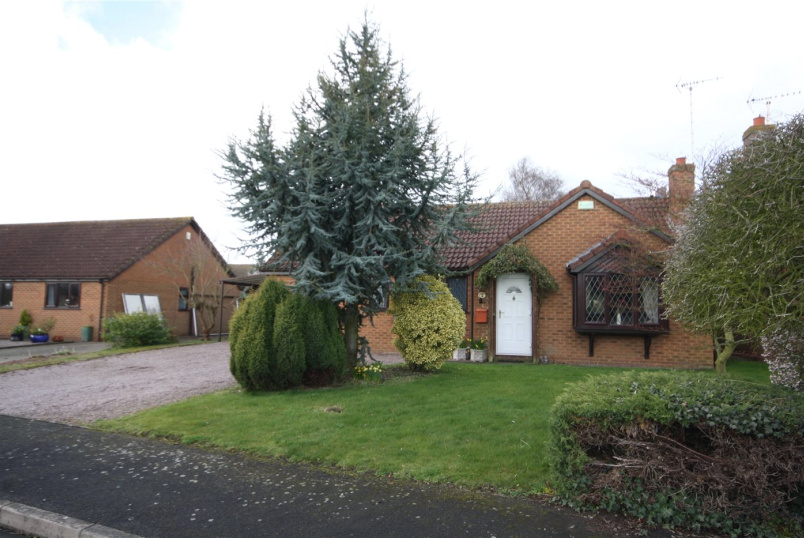 Bungalow for sale in Sleaford - St Gilberts Close, Pointon, Sleaford, NG34