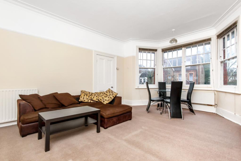 Flat/apartment for sale - Riggindale Road, London, SW16