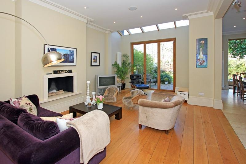 House to let - Wolverton Gardens, Ealing, W5
