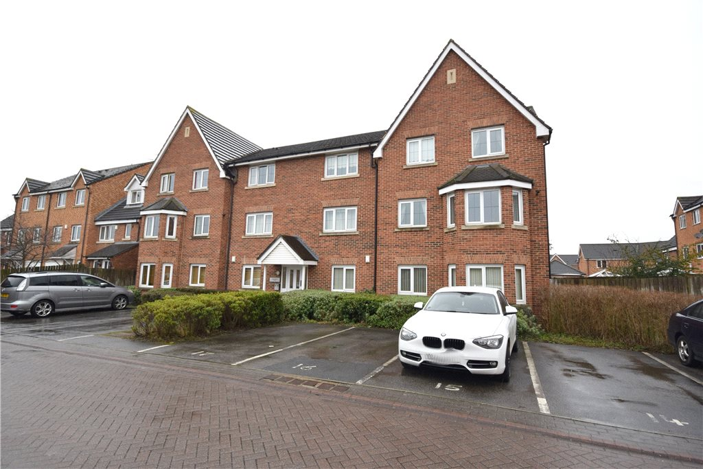 Apartment for sale in Pudsey, Exterior red brick apartment building