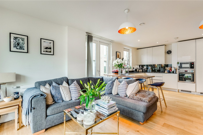 Flat/apartment for sale - Bowline Court, Durham Wharf Drive, Brentford, TW8