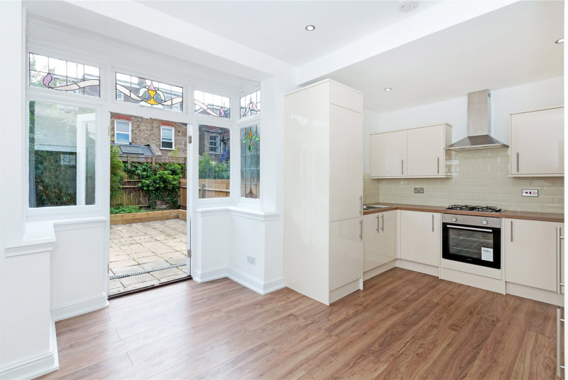 House to rent in Tooting - Topsham Road, London, SW17