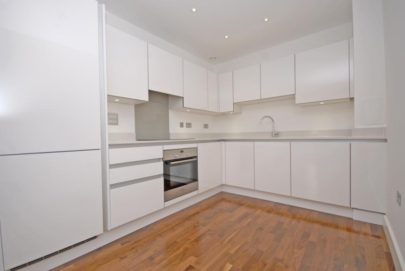 Flat/apartment to let - Bellville House, 4 John Donne Way, Greenwich, SE10