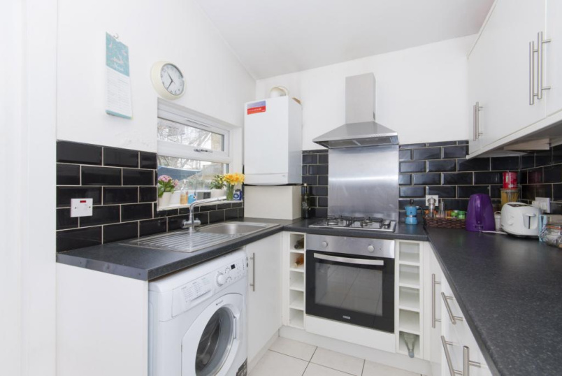 Flat/apartment to let - Foulser Road, London, SW17