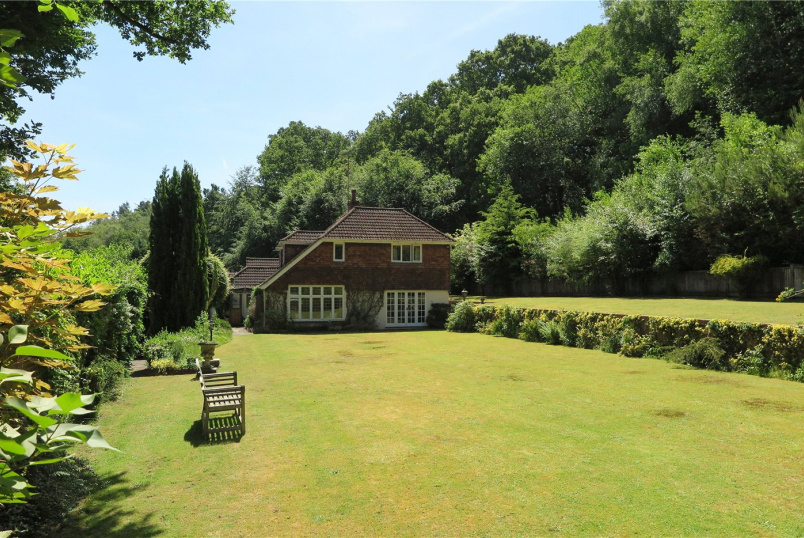 House for sale in Farnham - Fullers Vale, Headley Down, Hampshire, GU35