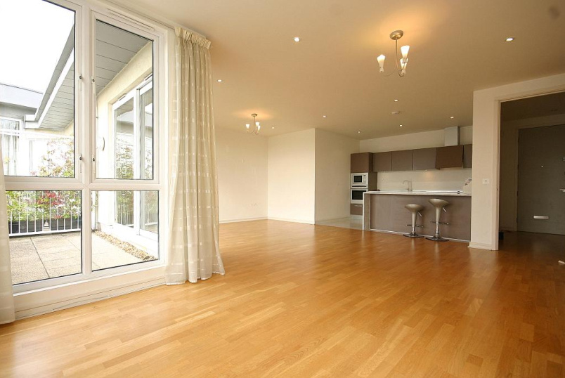 Flat/apartment to let - Aura House, Melliss Avenue, Kew Riverside, TW9
