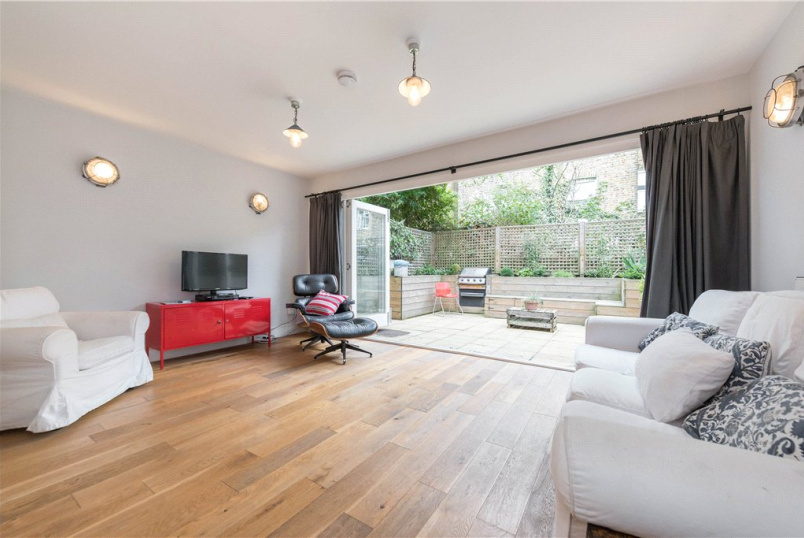 Flat/apartment to rent in Kensal Rise & Queen's Park - Portnall Road, London, W9