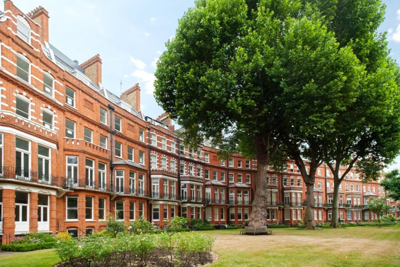 Flat/apartment to rent in Knightsbridge & Chelsea - Egerton Gardens, Knightsbridge, SW3