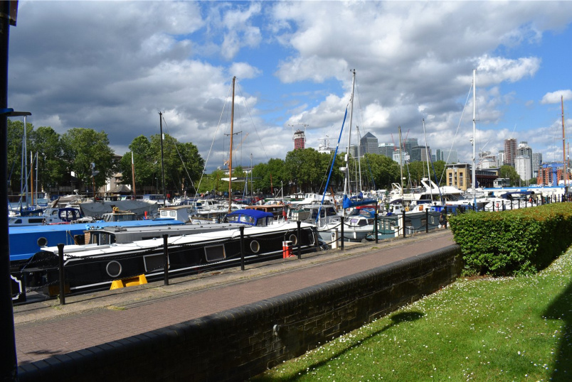 Flat/apartment to rent in Surrey Quays - Transom Close, London, SE16