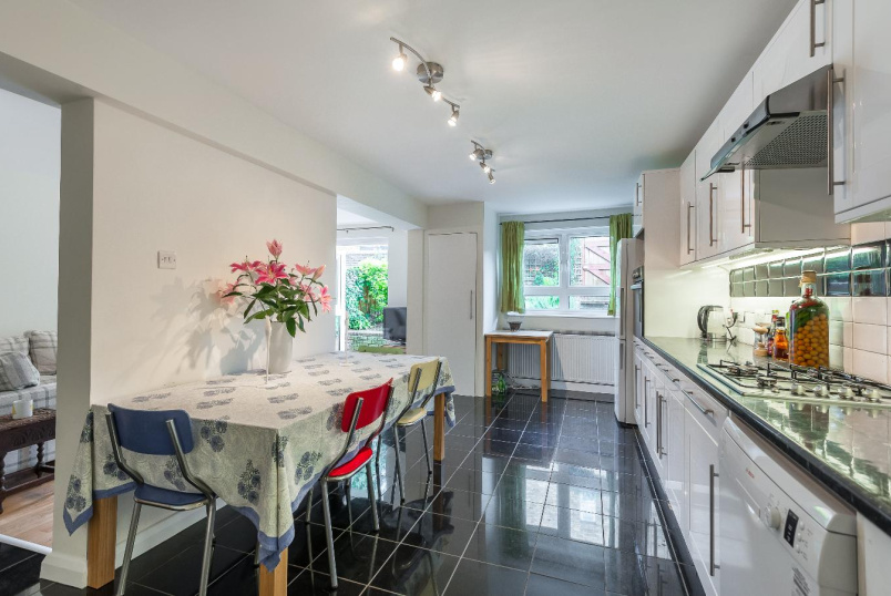 Flat to rent in Kennington - SOUTH LAMBETH ROAD, SW8