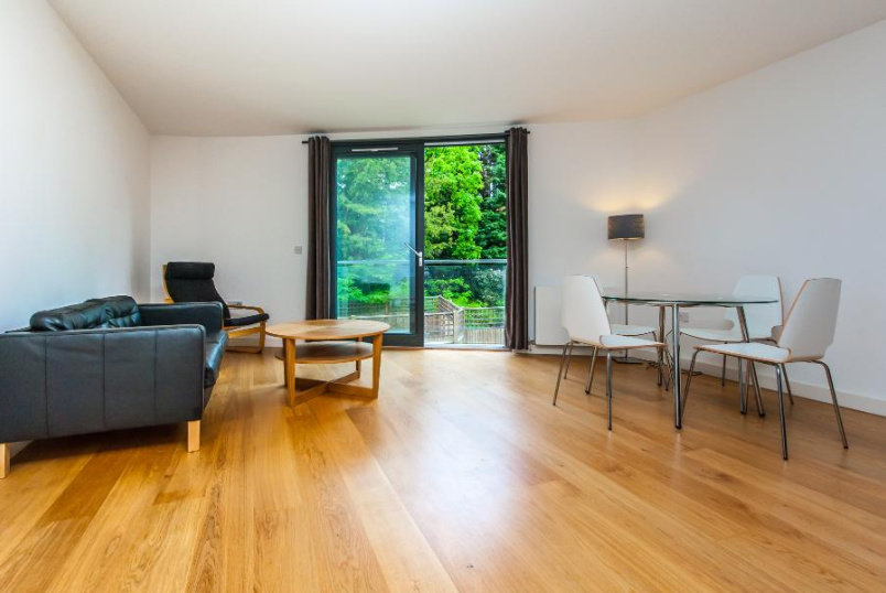 Flat to let - PARK HILL, SW4