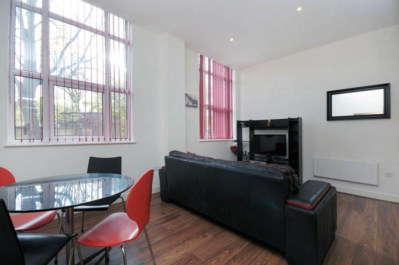 Flat/apartment to let - Bromyard House, Bromyard Avenue, W3