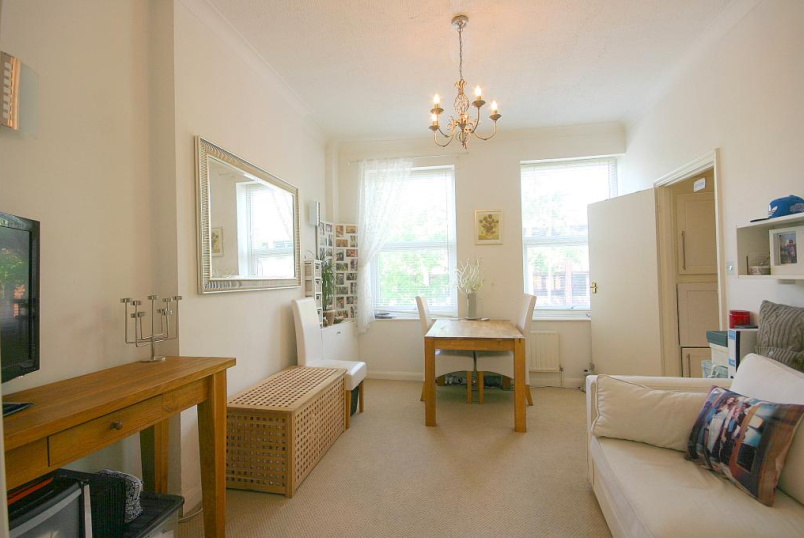 Flat/apartment to let - Richmond Road, St Margarets, TW1
