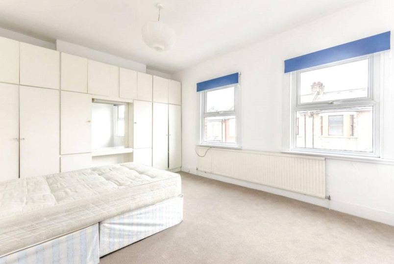 House to let - Meyrick Road, London, NW10