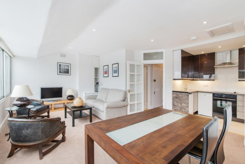 Flat/apartment to rent in Knightsbridge & Chelsea - Ovington Gardens, Knightsbridge, SW3