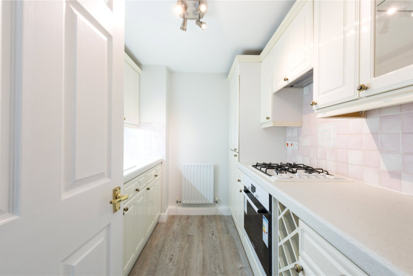 Flat/apartment to rent in Chiswick - Chatsworth Lodge, Bourne Place, London, W4