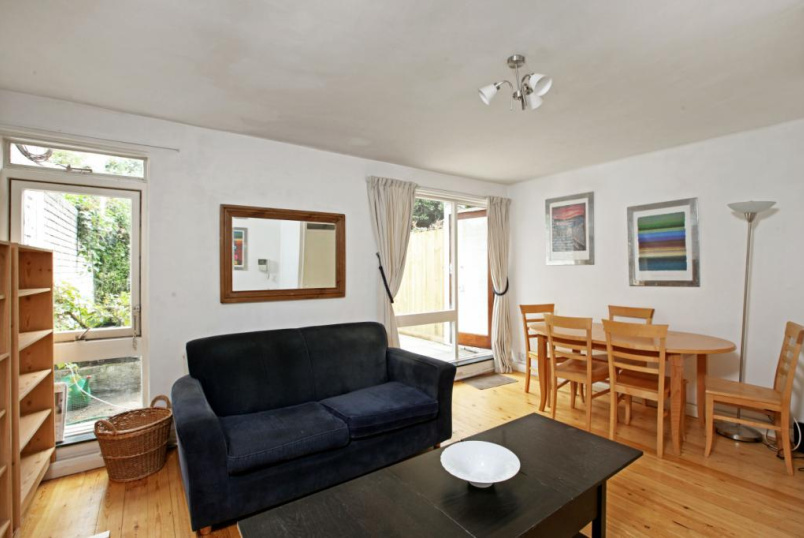 Maisonette to rent in Clerkenwell & City - Quaker Court, Banner Street, Clerkenwell, London, EC1Y