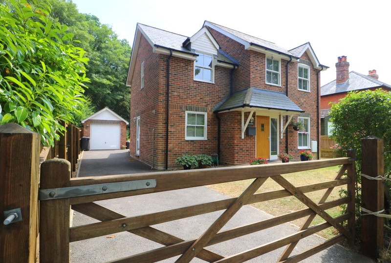 House for sale in Sway - St. Johns Road, New Milton, Hampshire, BH25