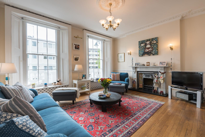 House - terraced for sale in Pimlico and Westminster - WINCHESTER STREET, SW1V