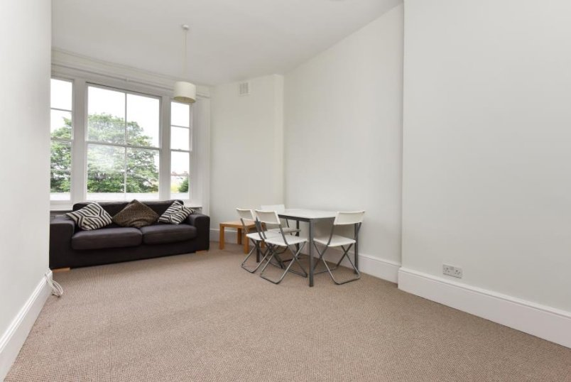 Flat to rent in Clapham - KING'S AVENUE, SW4