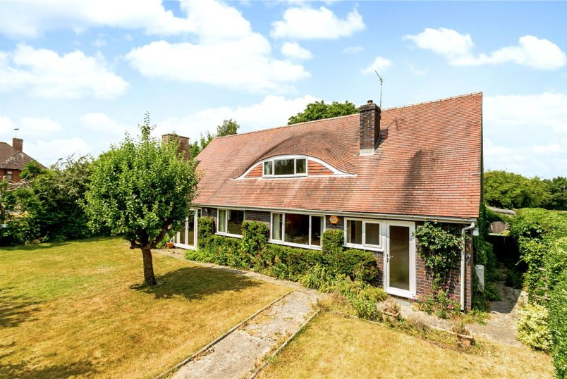 House for sale in Newbury - Buckingham Road, Newbury, Berkshire, RG14